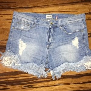 Adorable distressed shorts